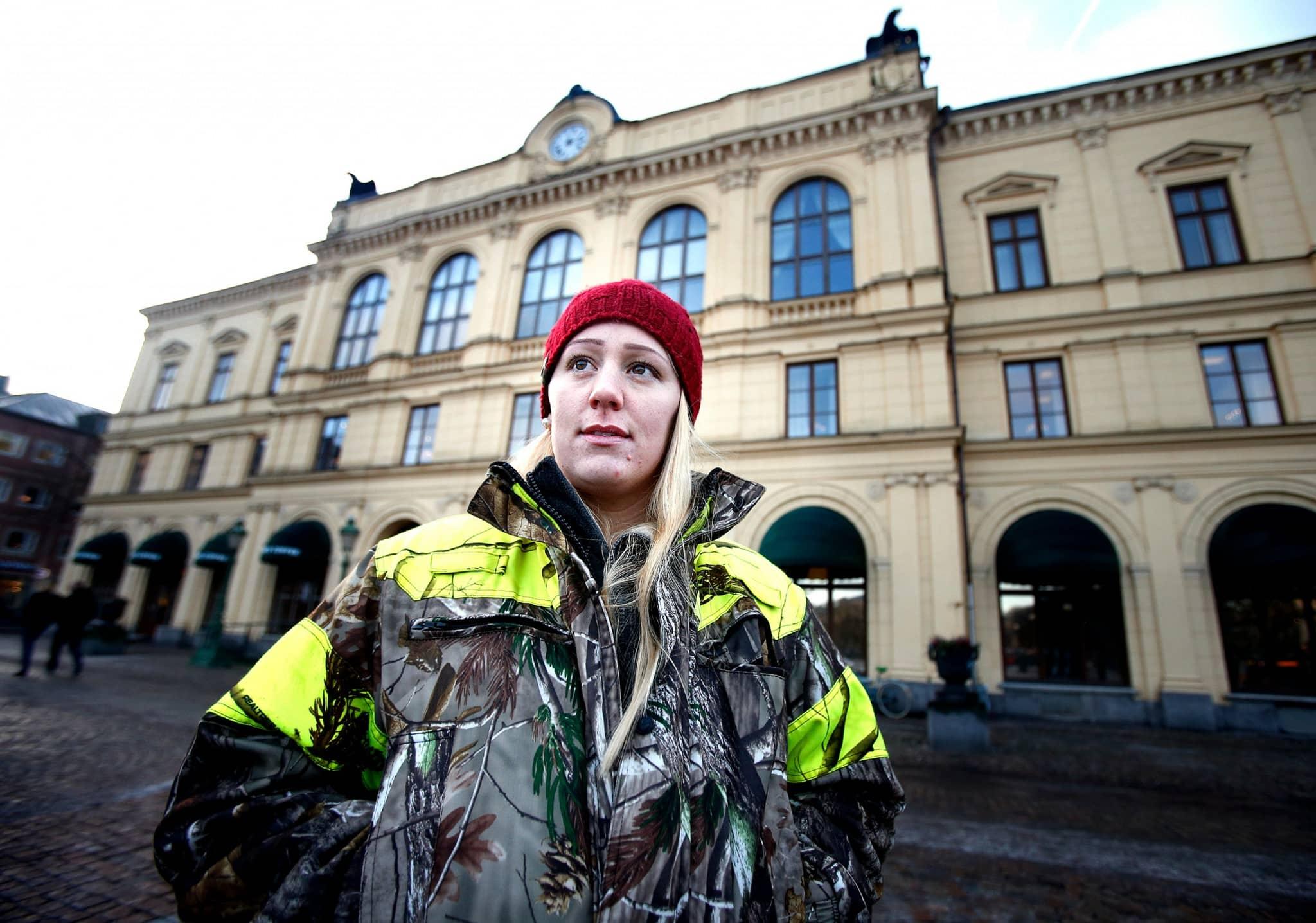 Sofie Rockmyr vid demonstration som arrangerades i januari 2015 på Stora torget i Karlstad när vargjakten hade överklagats. Foto: Linn Malmen /Linn Malmén