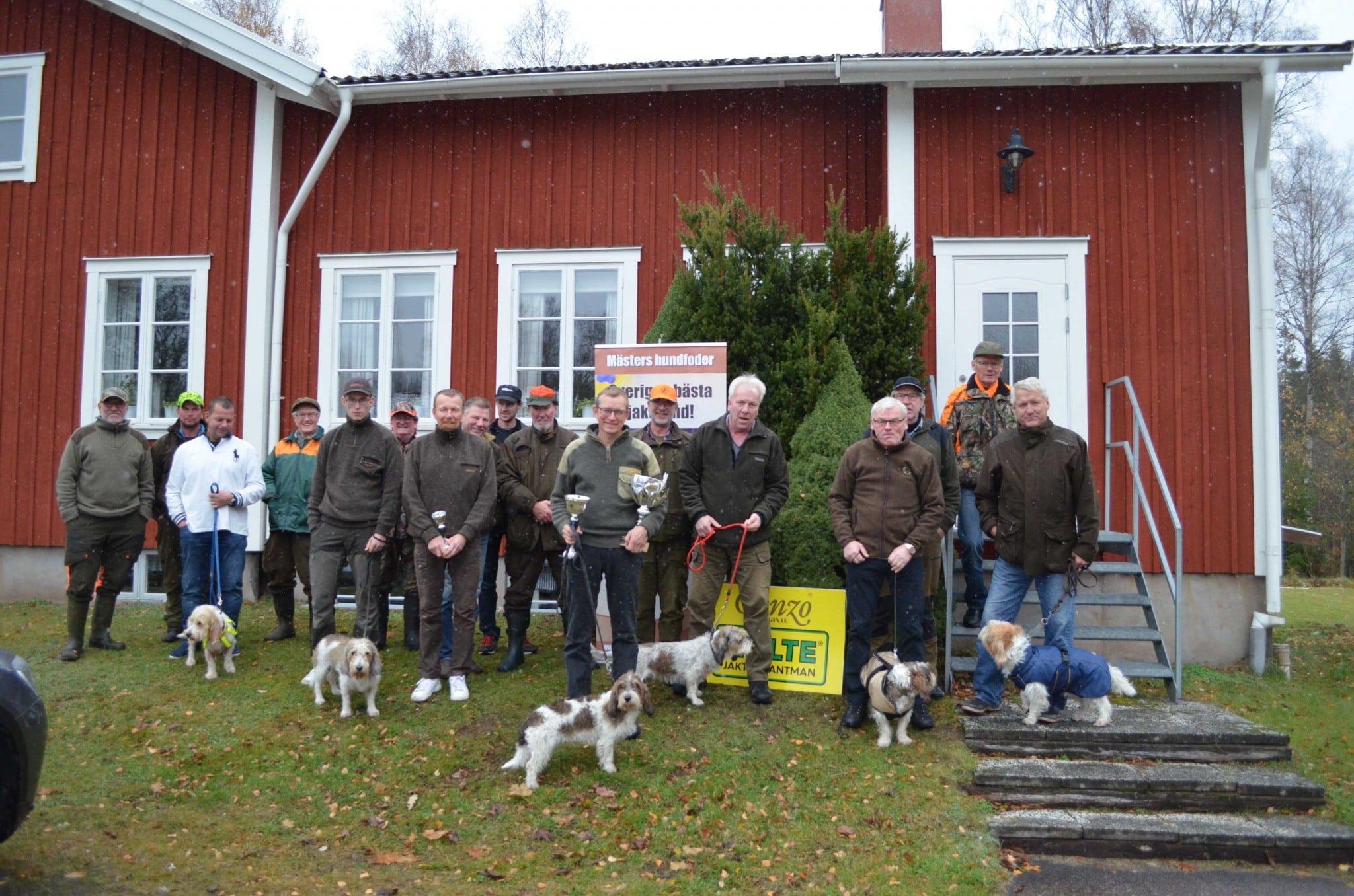 Deltagarna vid årets petit-SM. Foto: Annika Löfgren