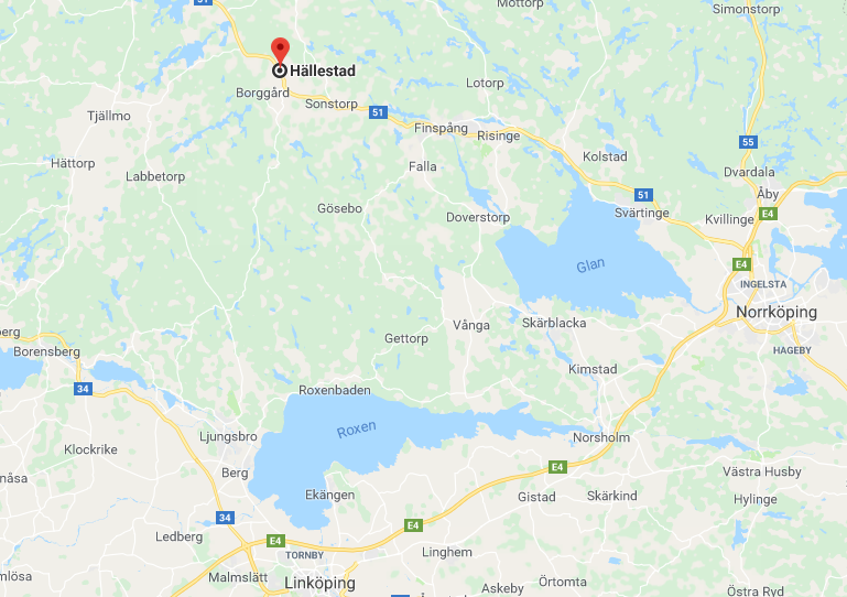 Området där de två vargarna tros ha bildat revir hyser starka stammar av bland annat dovvilt. Flera observationer har gjorts i trakterna av Hällestad. Området är 50.000–75.000 hektar stort med ytterpunkter som Borensberg, Tjällmo, Finspång och sjön Roxen.