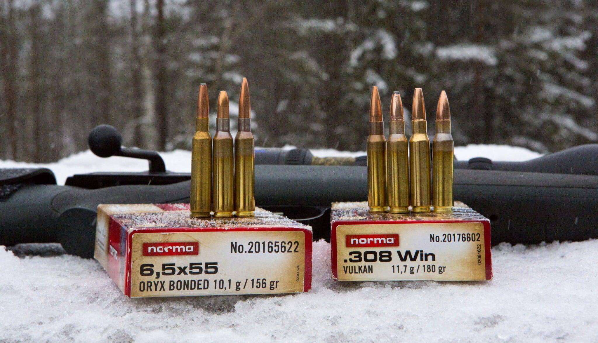 Vi jämför kalibrarna.308 och 6,5x55. Foto: Ulf Lindroth