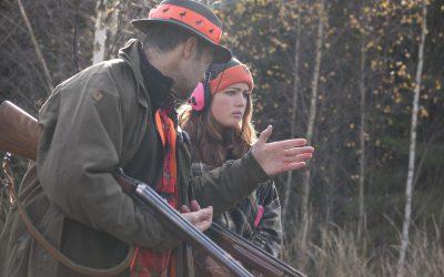 Förgyll din kommande jaktsäsong genom att skaffa en adept och bli mentor, uppmanar debattören. Foto: Jan Henricson