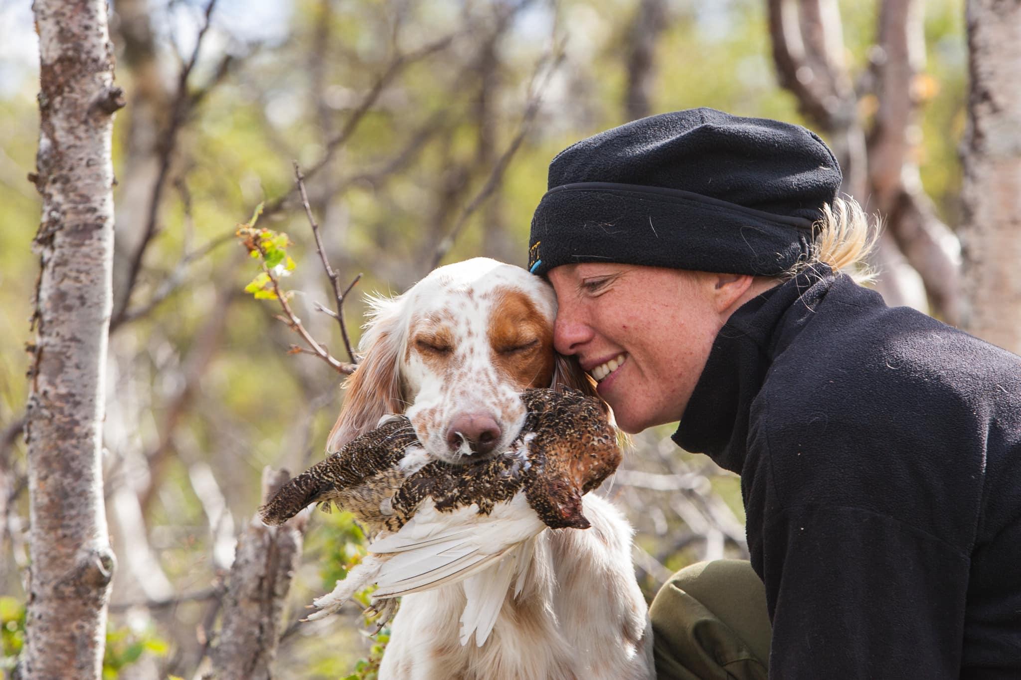 Kvinnorna ökar i jaktlagen. Trots att antalet jaktkortslösare totalt sett minskar fortsätter antalet kvinnliga jaktkortslösaere att öka. Foto: Kjell-Erik Moseid