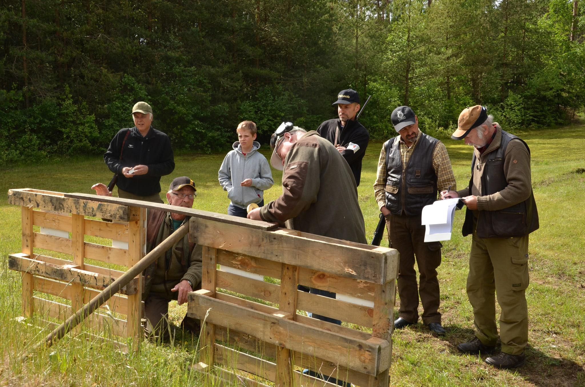 En bild från jaktfältskjutningen på Sövdeborgs jaktskyttebana. Skyttet som i år skulle genomförts den 2 juni är inställt. Foto: Fredrik Jönsson