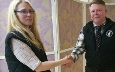 Linda Mattisson Olsson tar över ordförandeklubban efter Peter Nilsson. Foto: Privat