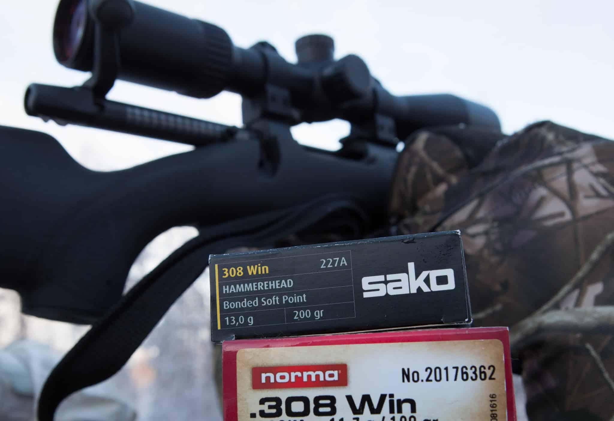 Seven-4: När ett vapen som ska vara smidigt förses med ljuddämpare är det i regel läge att kapa pipan. En storvuxen skytt kan lätt få vapnet välbalanserat ändå, men en mindre skytt får väga in detta redan vid kalibervalet.