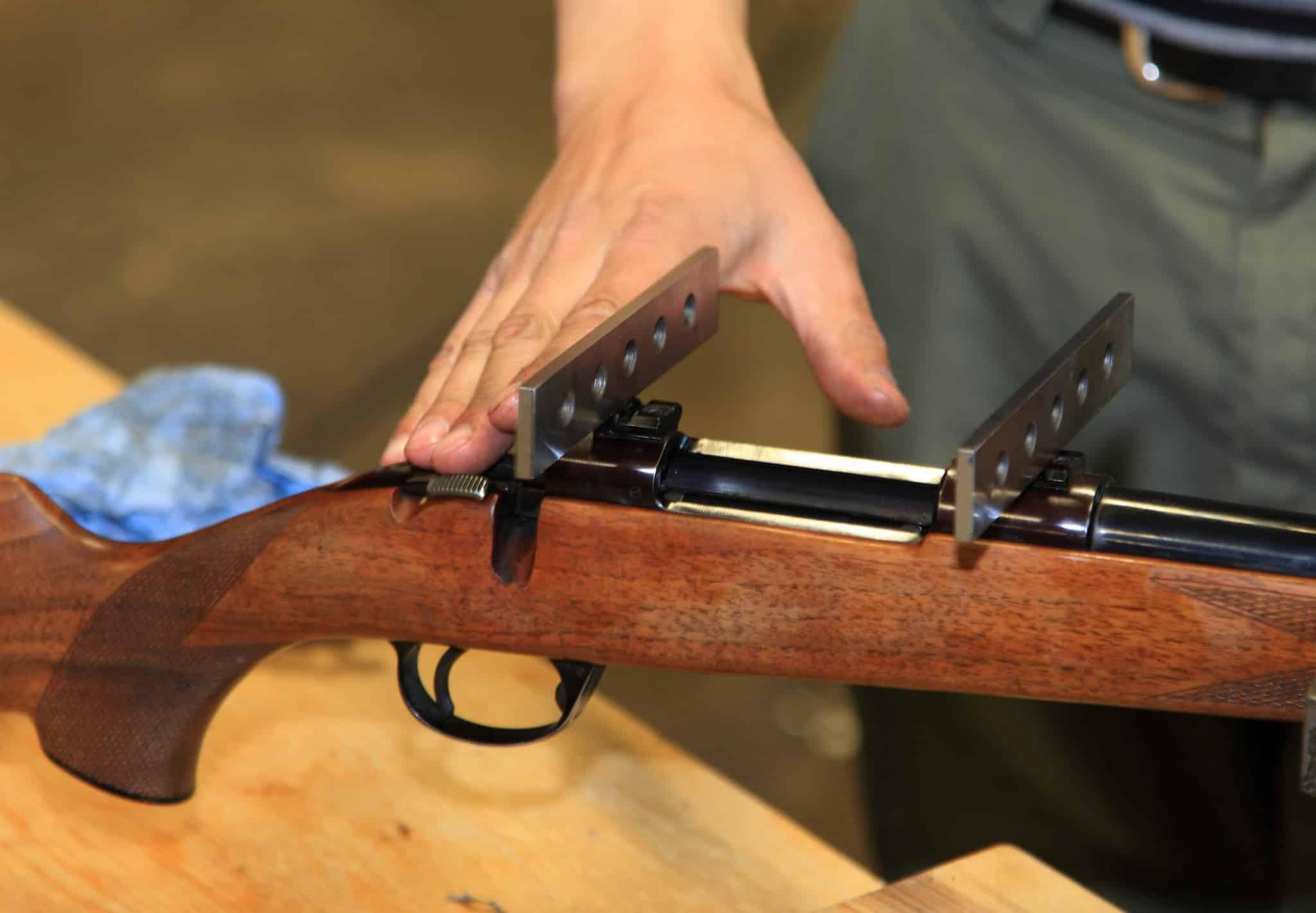 En meningsfull provskjutning förutsätter att flera sorters ammunition testas och att vapnet skjuts i ett verkligt stabilt stöd.