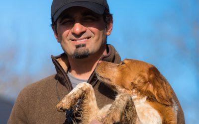 Hunden har sedan urminnes tiden alltid haft smak för belöning. Som hunddressör väljer Amir Zand alltid PrimaDog för att ge sin hund rätt belöning. Foto: Maud Mattsson