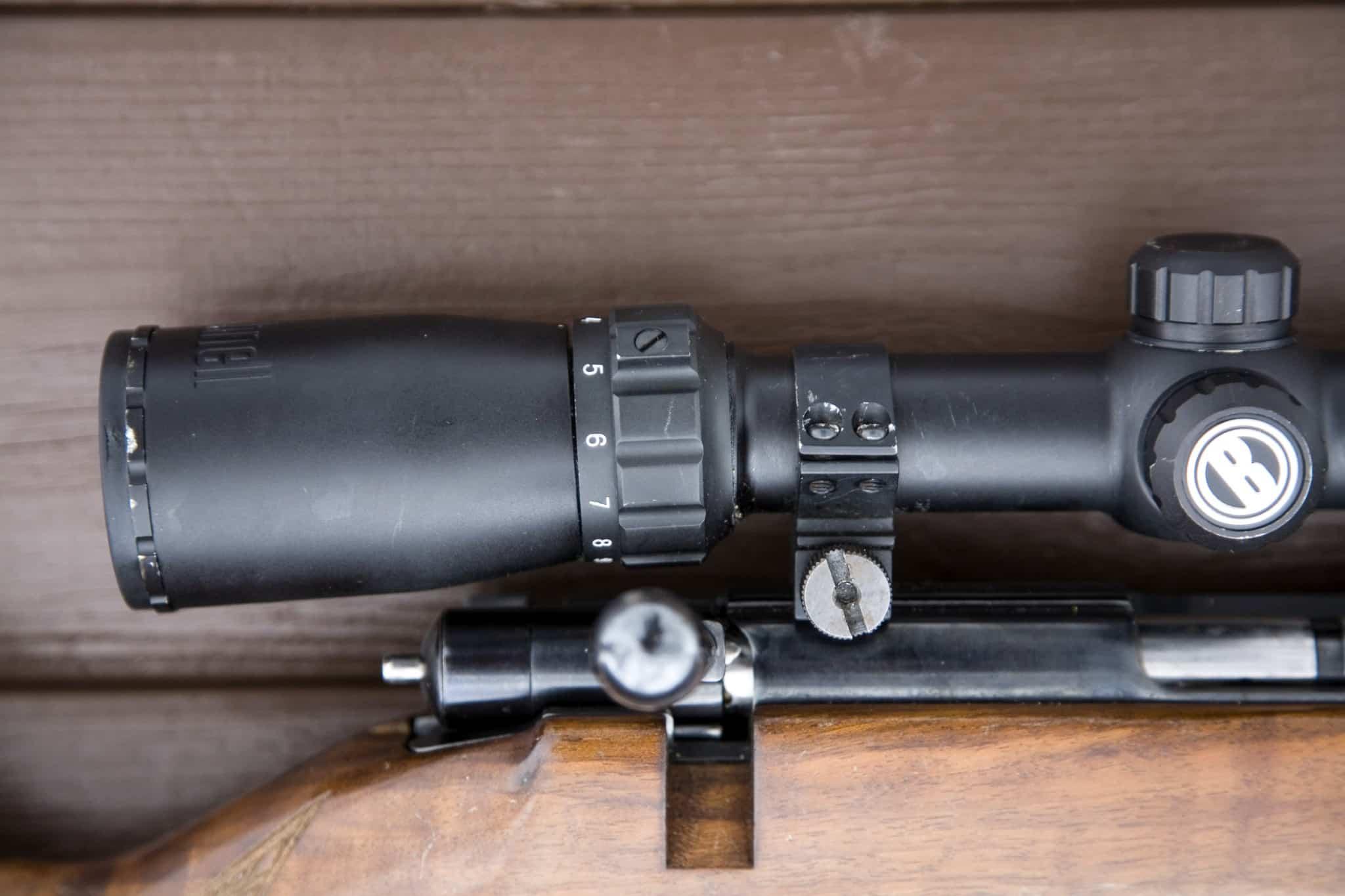 Kommer precisionsproblemen efter att vapnet fått en smäll är risken stor att kikarsikte eller fäste skadats. Då kan felsökningen ta sin början där.