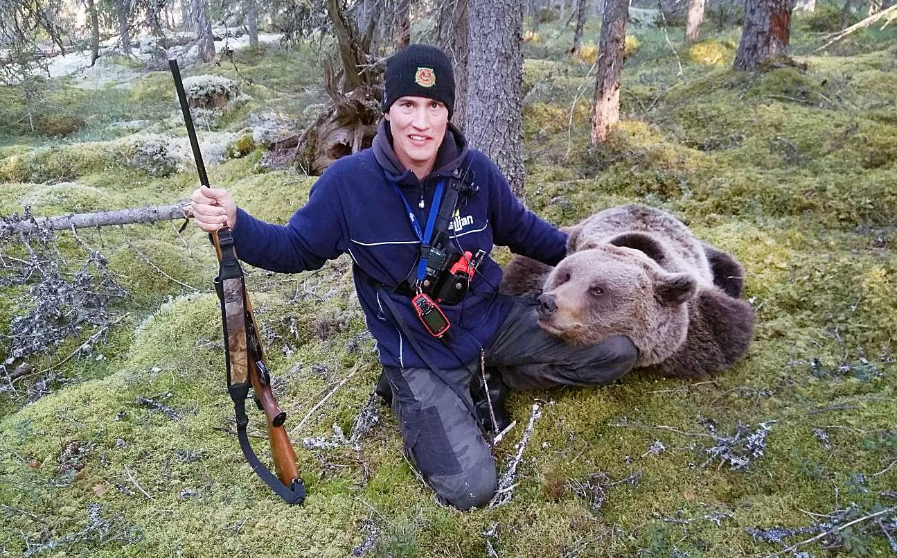 Magnus Falk stod på ett drömpass och såg björnen komma mot honom på långt håll.