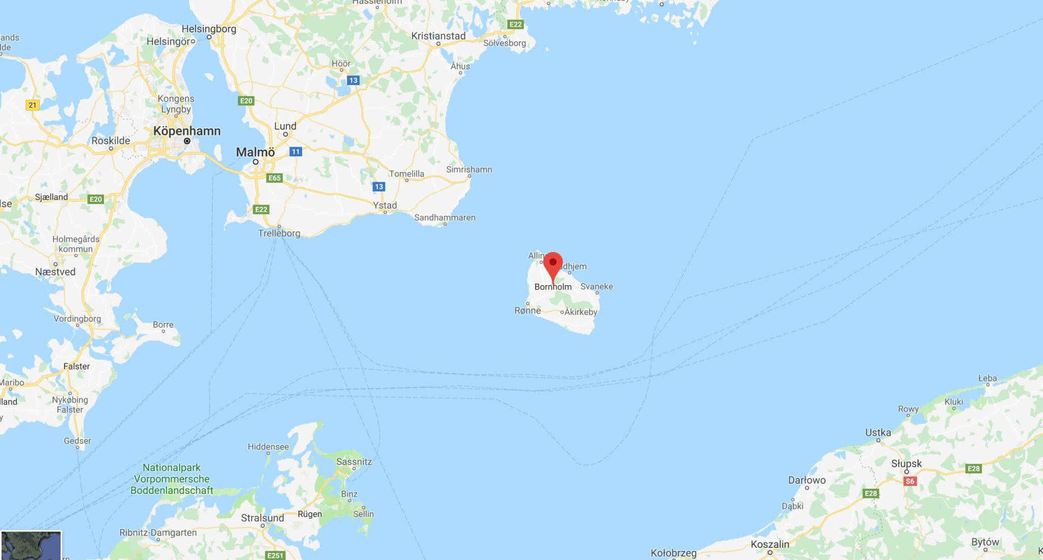 Bornholm ligger cirka fyra mil sydost om Malmö.