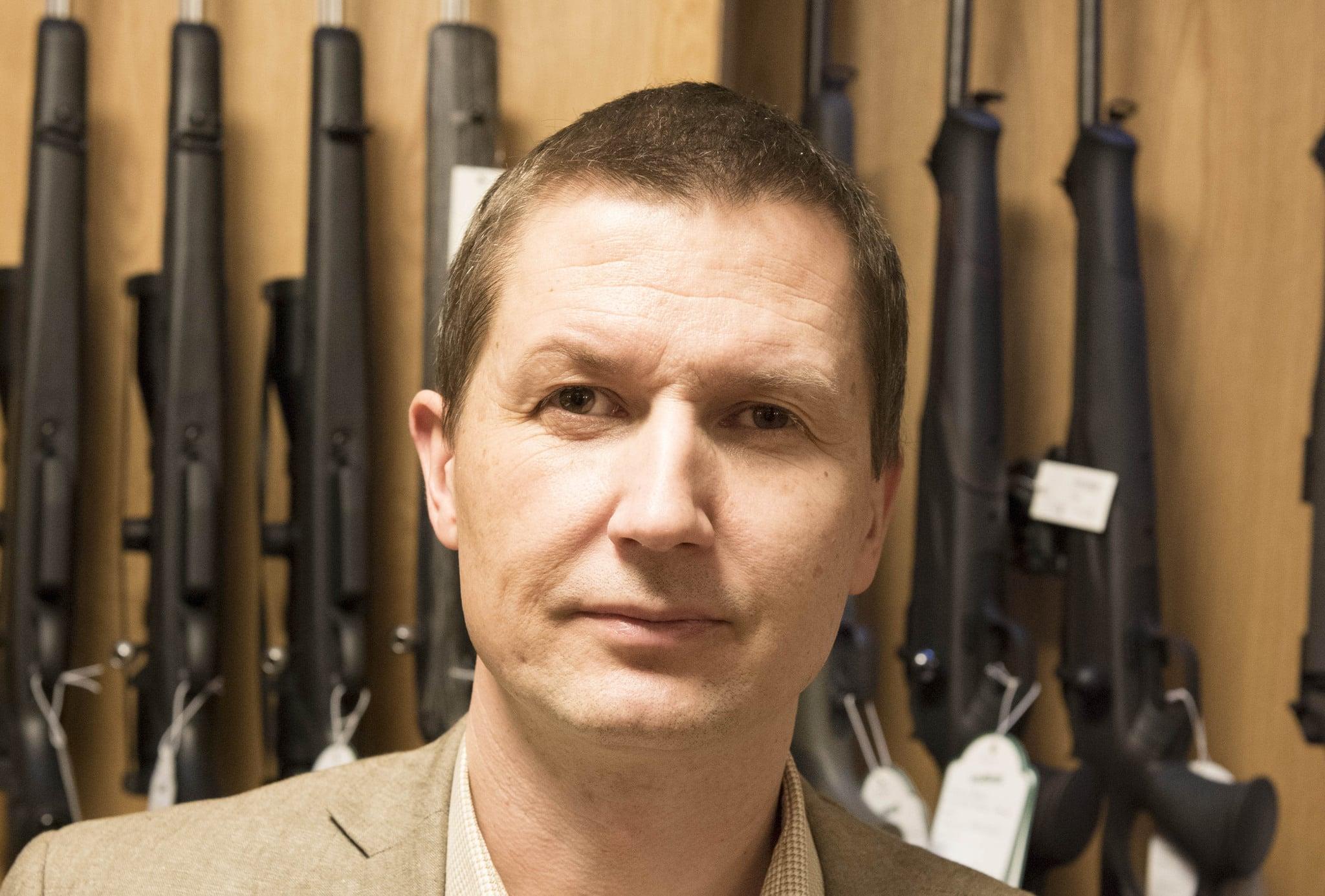 Jägareförbundets jurist Ola Wälimaa menar att Naturvårdsverket måste göra många justeringar i sitt förslag om regler för jaktvapen.