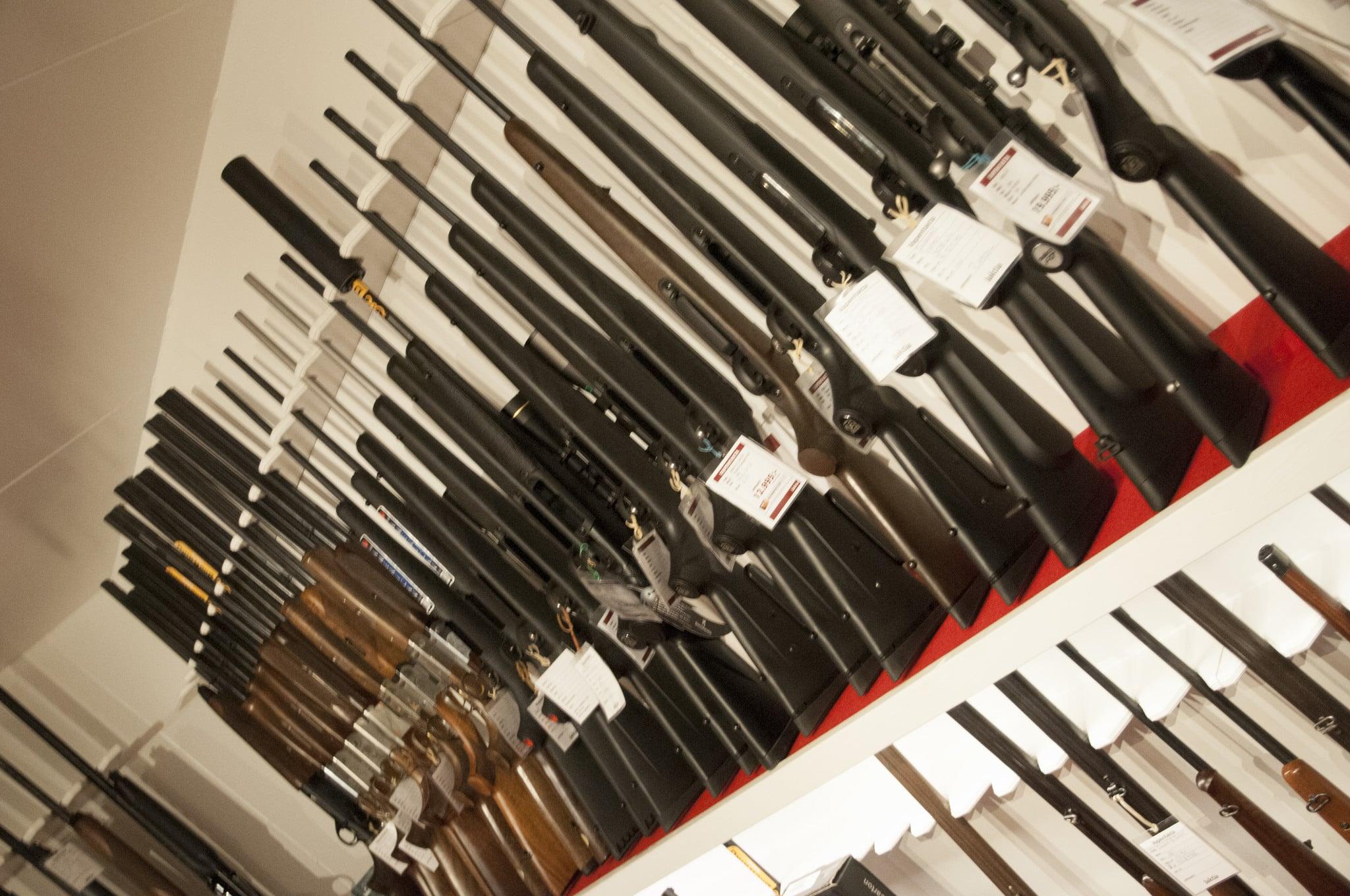 Oetiskt med vapenförsäljning eller inte? Klarna gör olika bedömningar från fall till fall.