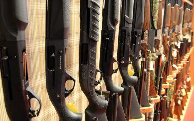 Fler vapenhandlare har drabbats av Klarnas olika bedömningar huruvida det är oetiskt eller inte att sälja jaktvapen.