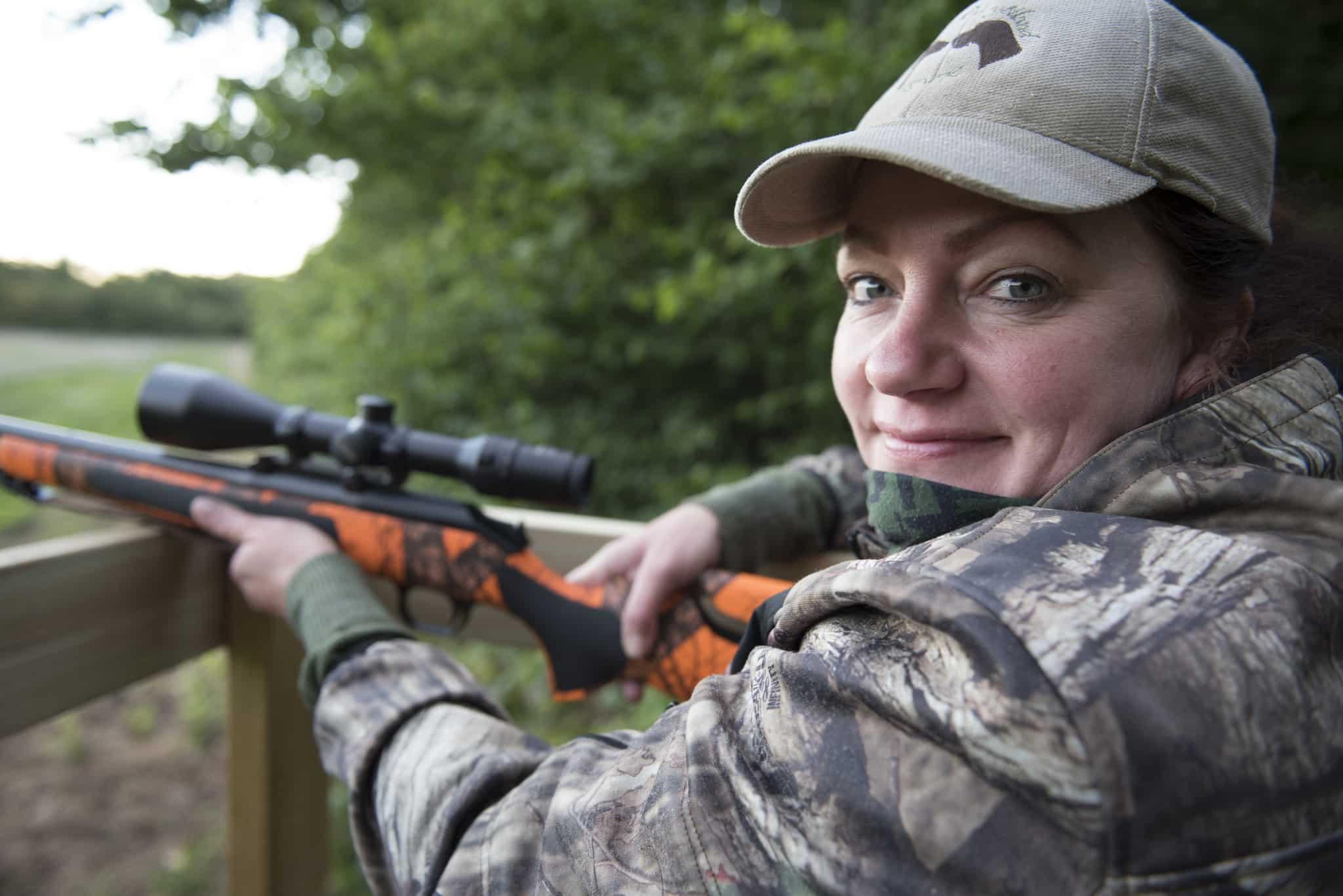 Jägaren Erica Lindquist har som aktiv i NVR tagit fram ett informationsmaterial om viltolyckor för nyanlända.