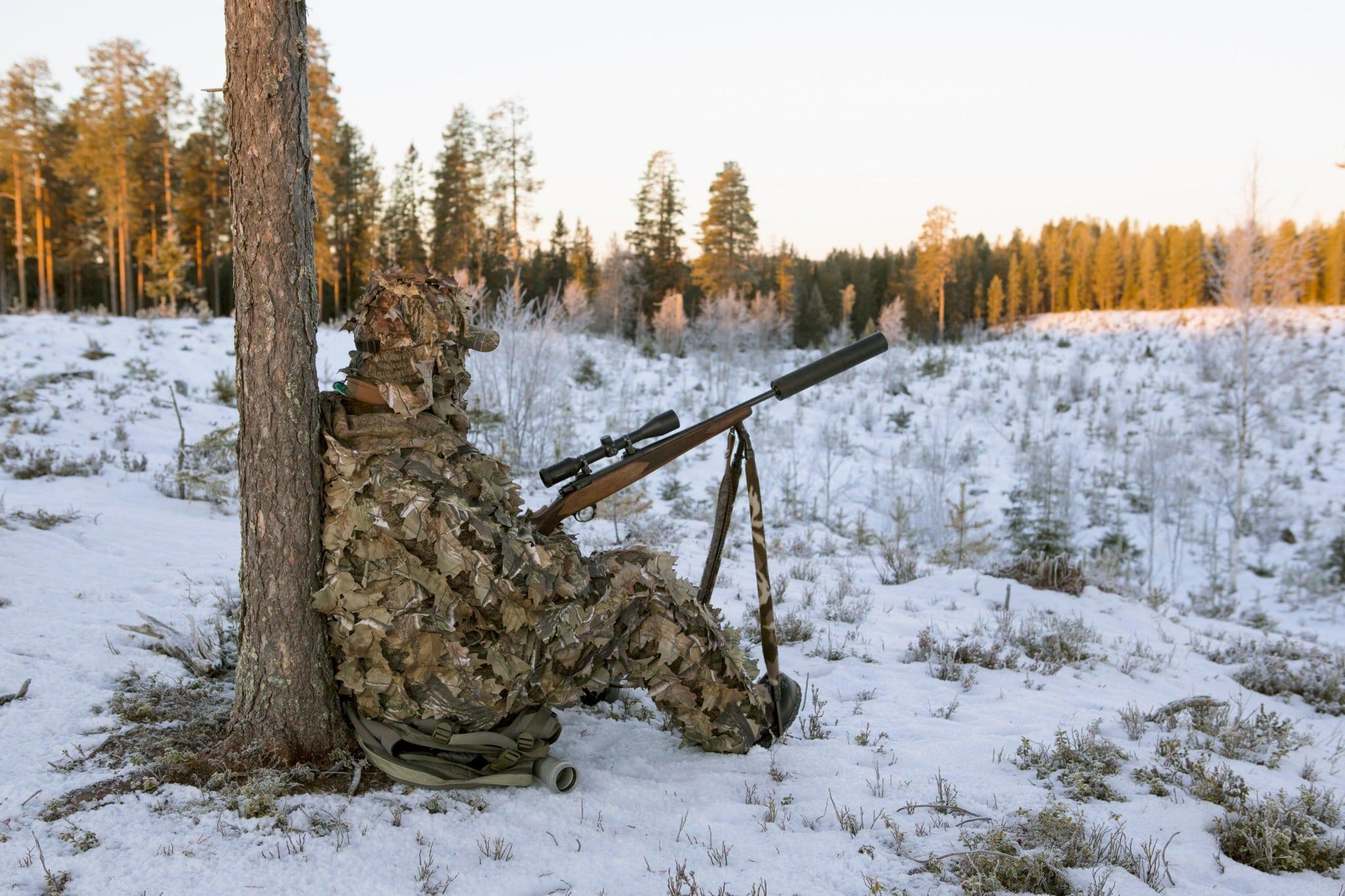 Möjligheten att skjuta med precision från sittande ställning i terräng är värdefull vid flera jaktformer, inte minst vid lockjakt på räv.