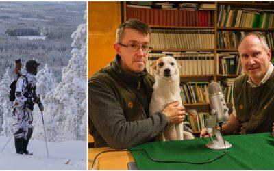 Niklas Lundberg, till höger, och Lars-Henrik Andersson snackar toppjakt. Norrbottenspetsen Tina vill också ha ett ord med i laget.