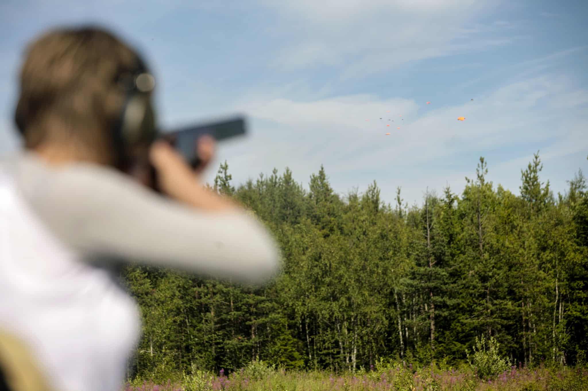 Provskjut och känn efter att du trivs med vapnet.