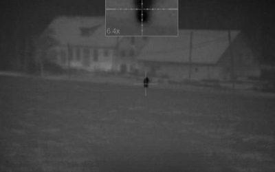 Bilden är ett utsnitt ur filmen som spelades in av den norske gästjägarens mörkersikte. En stund senare faller skottet.
