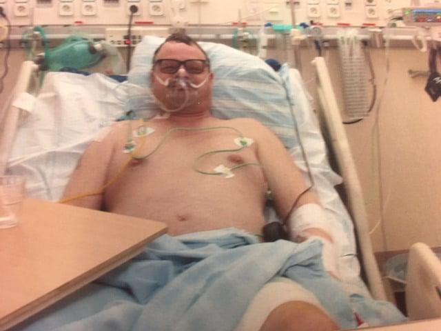 Först efter två veckors sjukhusvård kunde Anders Ahlqvist åka hem efter att ha skadats allvarligt av en skadskjuten vildsvinsgalt.