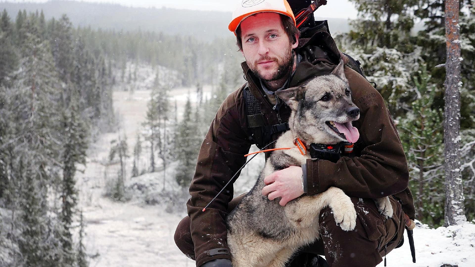 Tobias Lundmark är starkt kritisk till att Jägareförbundet Västerbotten fortsätter jobba för att starten för björnjakten ska sammanfalla med älgjaktspremiären.