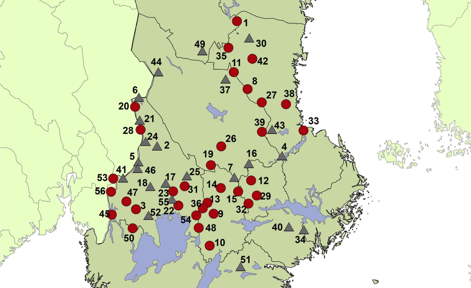 Familjegrupper av varg visas som prick på kartan och revirmarkerande par som triangel. Källa: Viltskadecenter