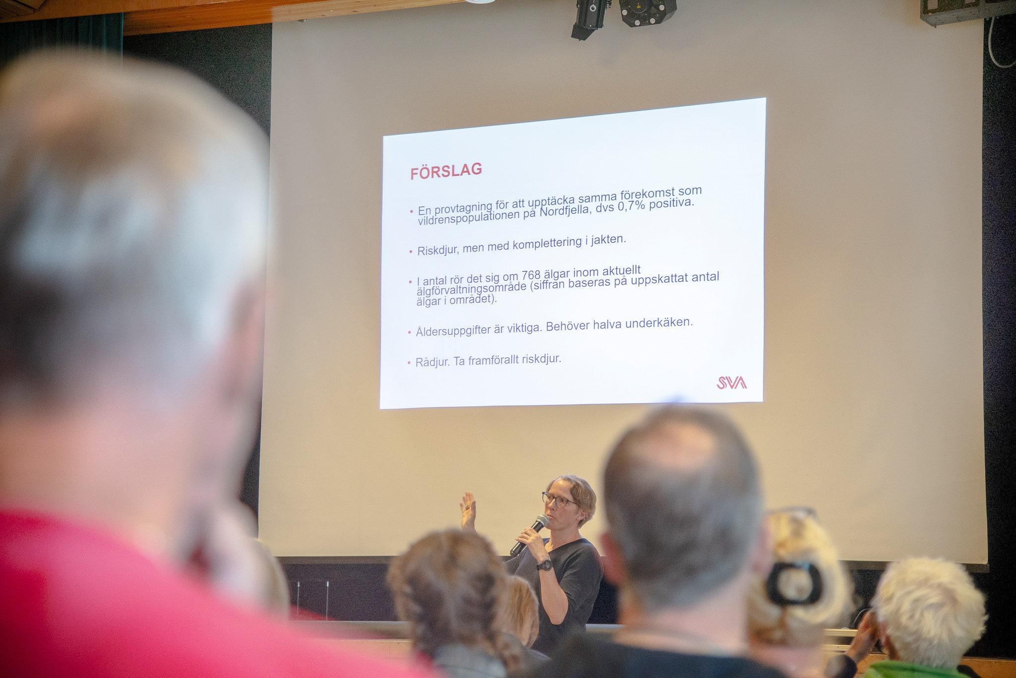 Maria Nöremark, epidemiolog vid SVA säger att det krävs omfattande provtagning för att få mer kunskap om CWD.