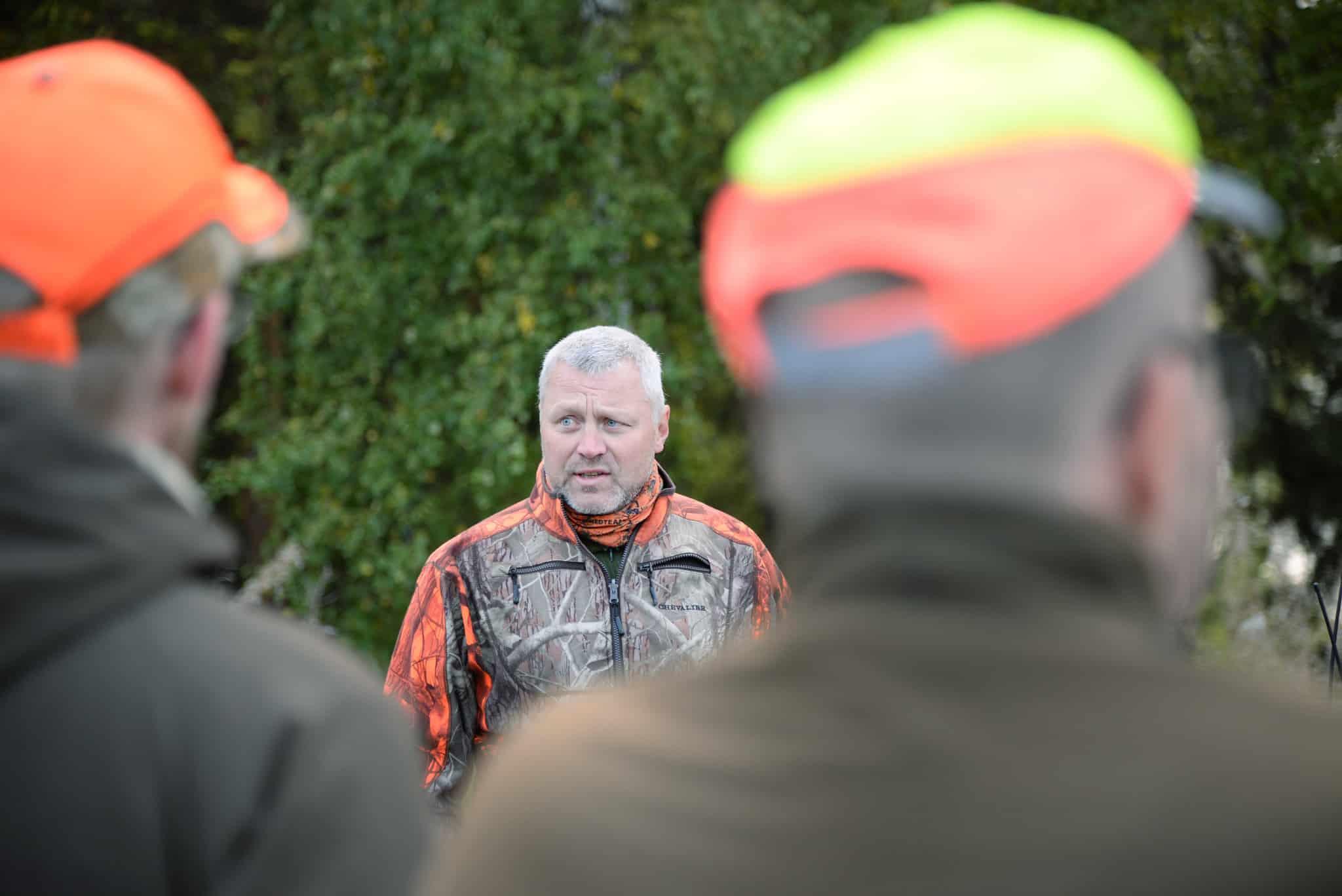 Mikael Samuelsson, jägarrepresentant i viltförvaltningsdelegationen, menar att licensjakt ska utgöra grunden i björnförvaltningen och inte skyddsjakter.