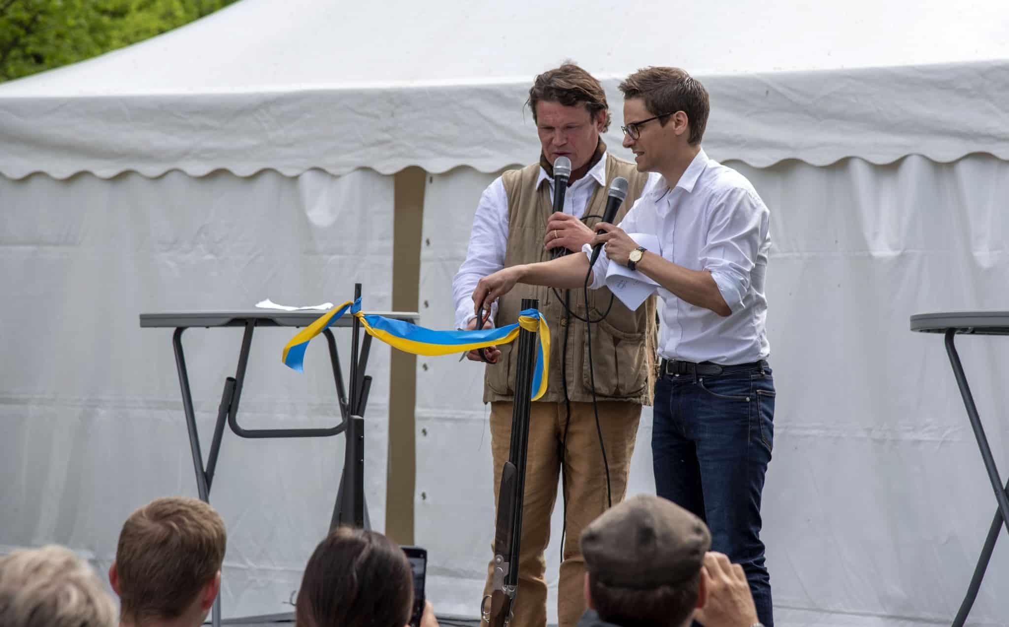 Skådespelaren Per Morberg och statssekreteraren Per Callenberg inviger Swedish Game Fair på Tullgarns slott. Foto: Martin Källberg