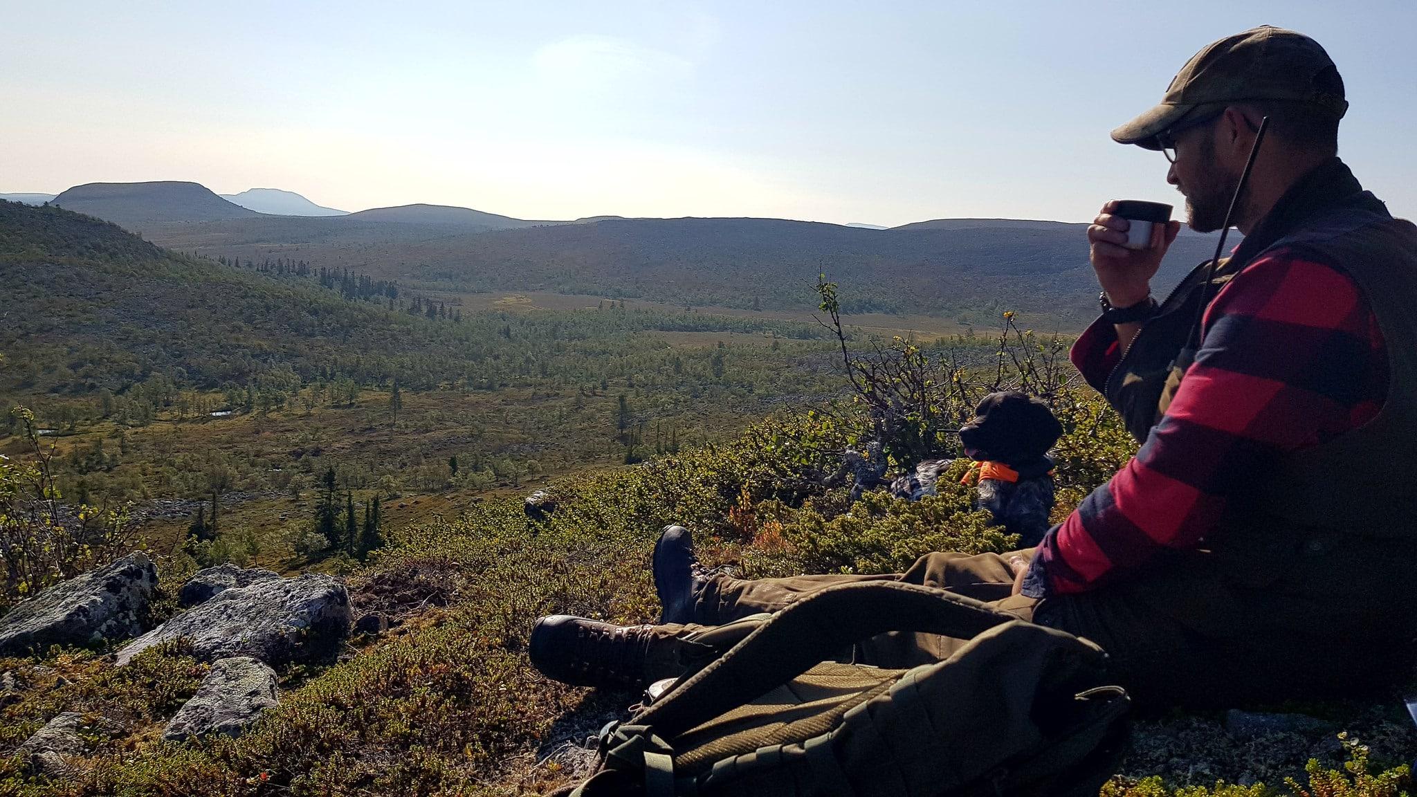 Länsstyrelsen Jämtlands beslut att flytta ripjägare får lokala jägare att reagera.