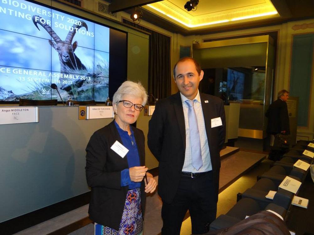 EU-kommissionens Pia Bucella tillsammans med Alberto Arroyo Schnell från WWF Europa vid ett tidigare tillfälle. Foto: FACE