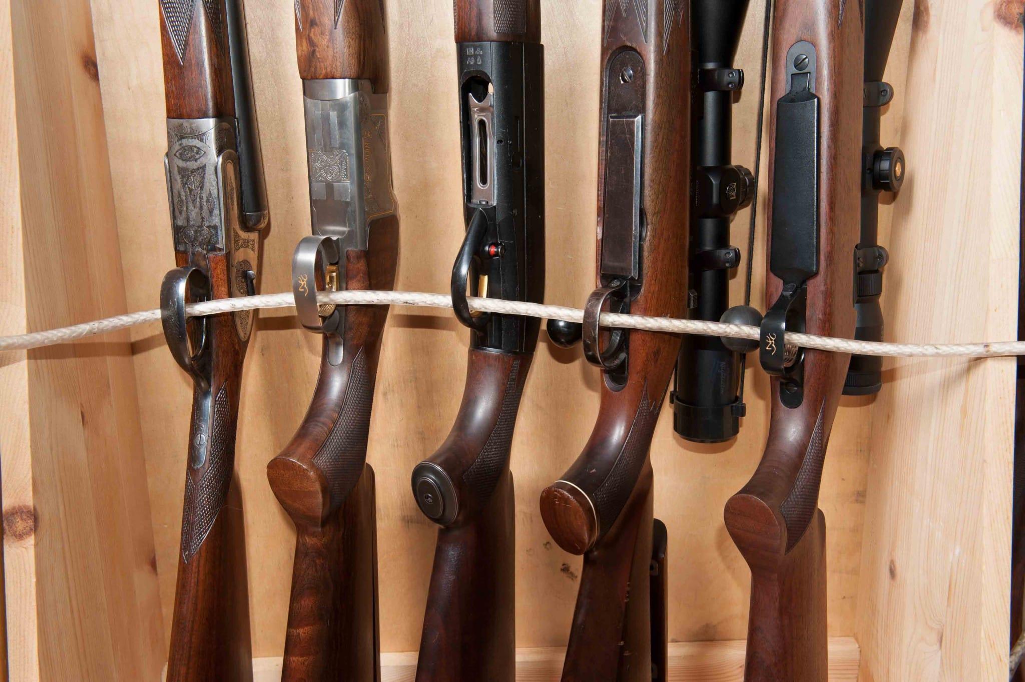 Efter upptäckten av en åtelkamera vill polisen dra in vapenlicenserna för en jägare. Foto: Mattias Lilja