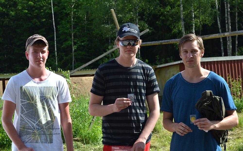 Prispallen i juniorklass. Ettan Christoffer Jarl, tvåan Linus Mellgren och trean Emil Håkansson. Foto: Lars Björk