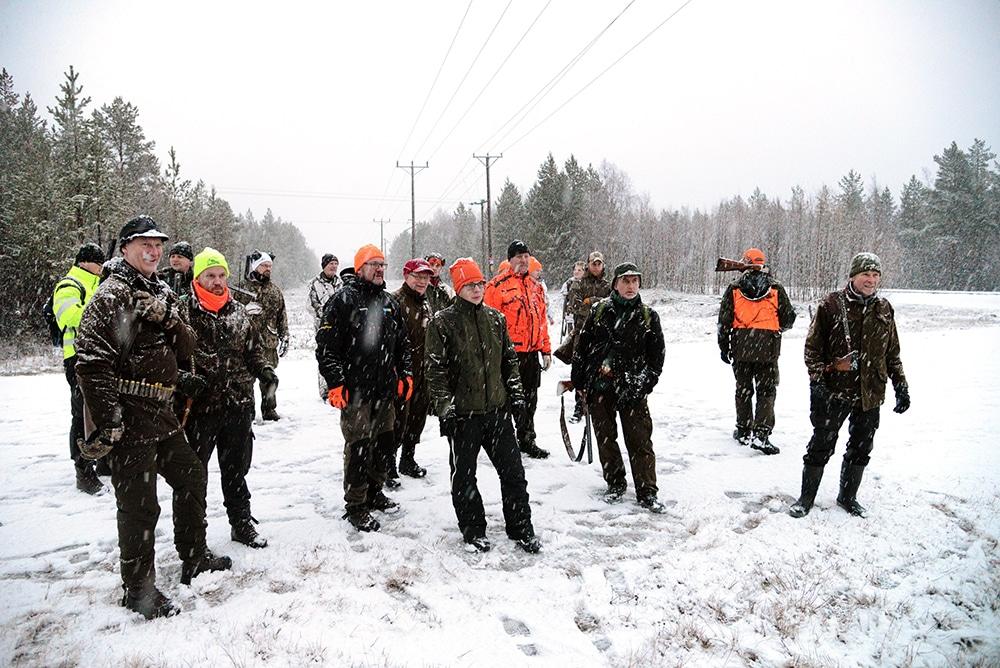 Ett tjugotal jägare slöt upp på Luciadagen för att jaga räv. Foto: Lars-Henrik Andersson