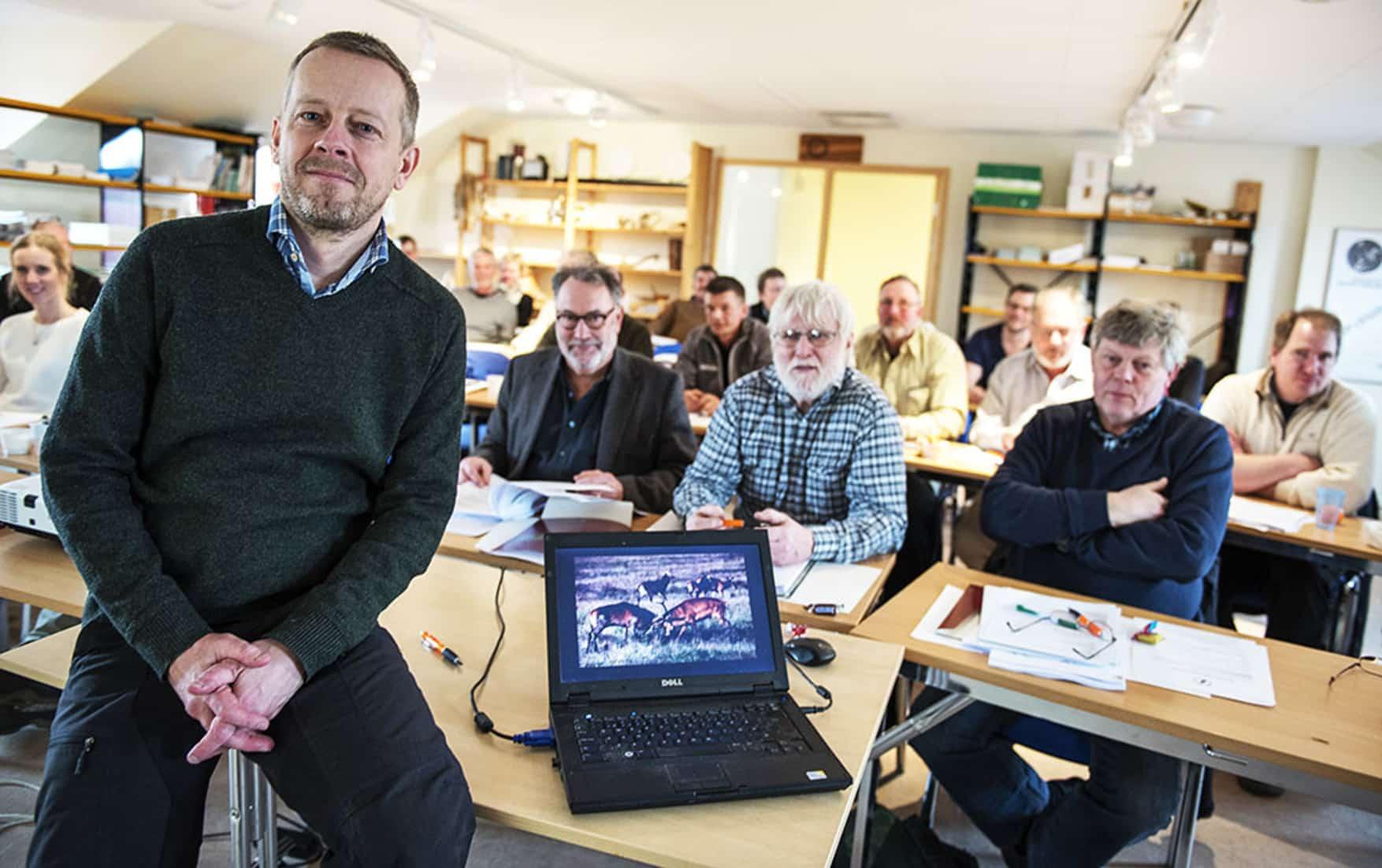 Experten Anders Jarnemo delade med sig av sitt rika vetande om kronviltet under ett heldagsseminarium i Jägareförbundets lokaler i Kristianstad. Foto: Jan Henricson