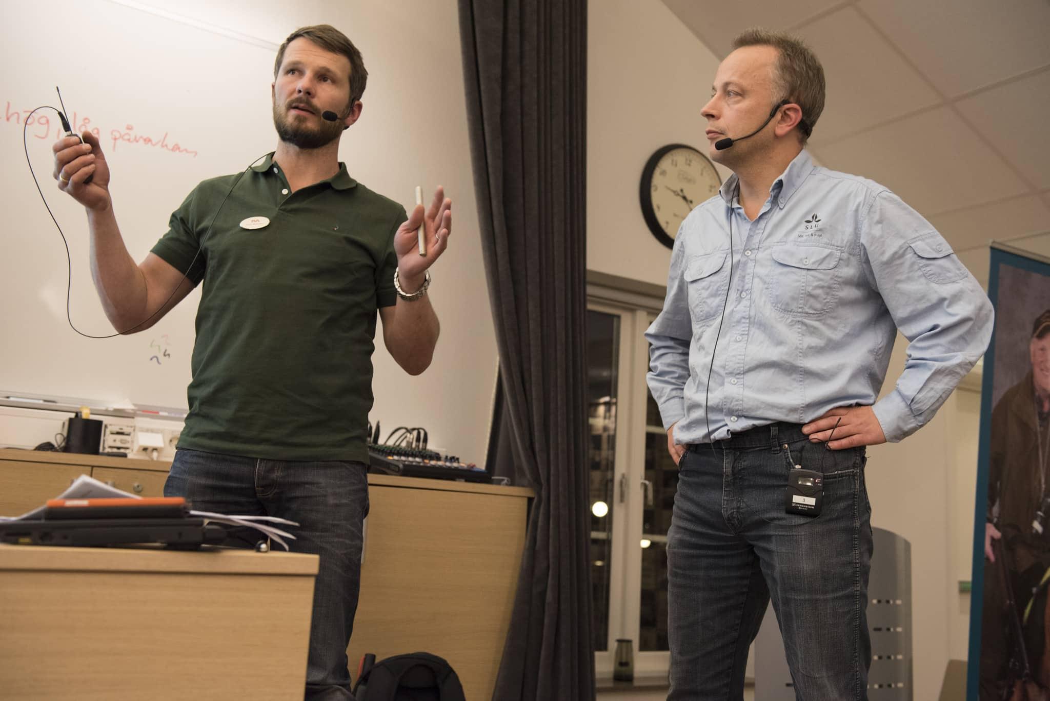 Jonas Malmsten, SVA, och Göran Ericsson, SLU, delar med sig av sina tankar om hur älgarna mår i södra Sverige. Foto: Jan Henricson