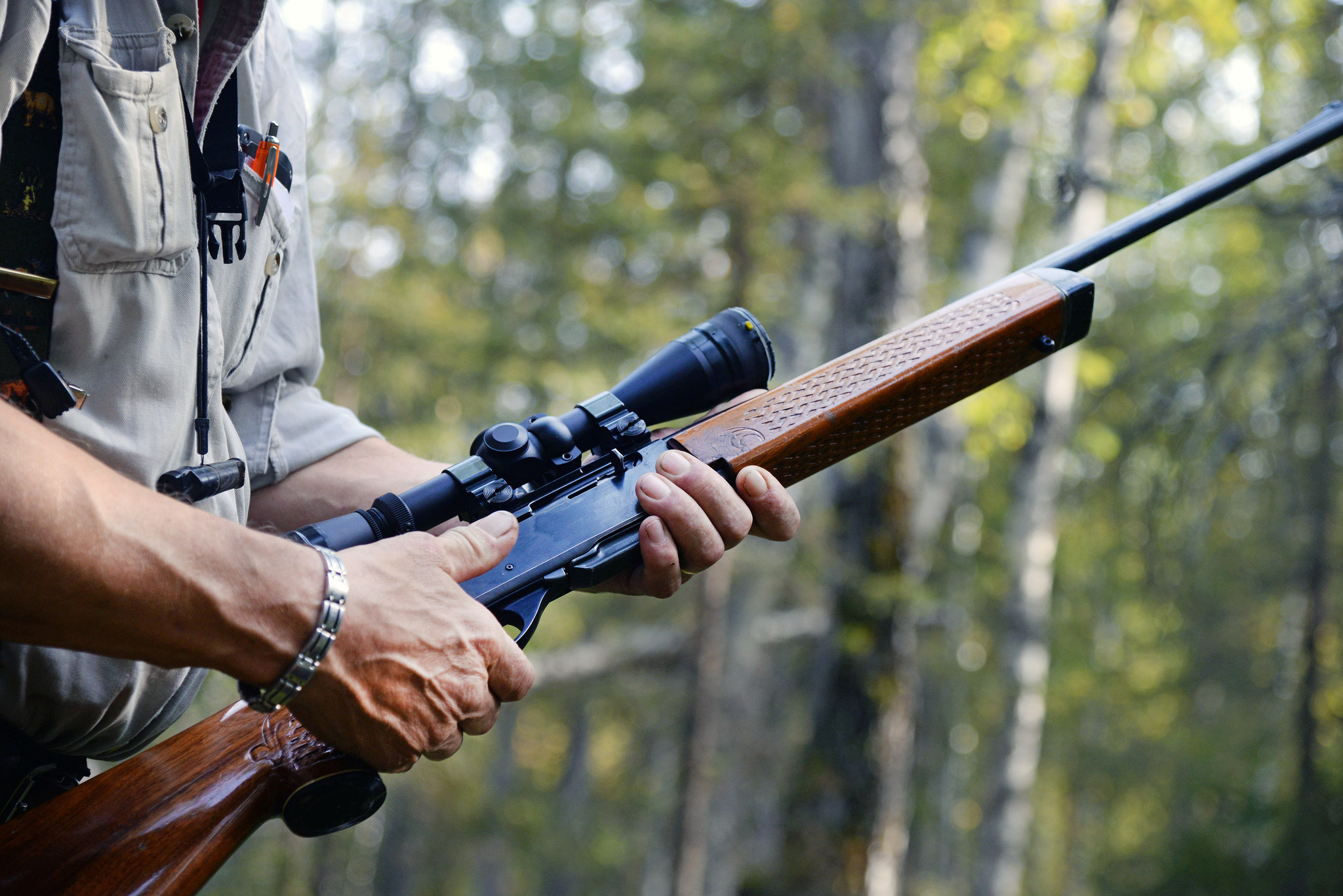Halvautomatiska studsare är ett mycket vanligt jaktgevär i Sverige. Många jägare skulle drabbas vid ett förbud mot vapentypen. Foto: Lars-Henrik Andersson