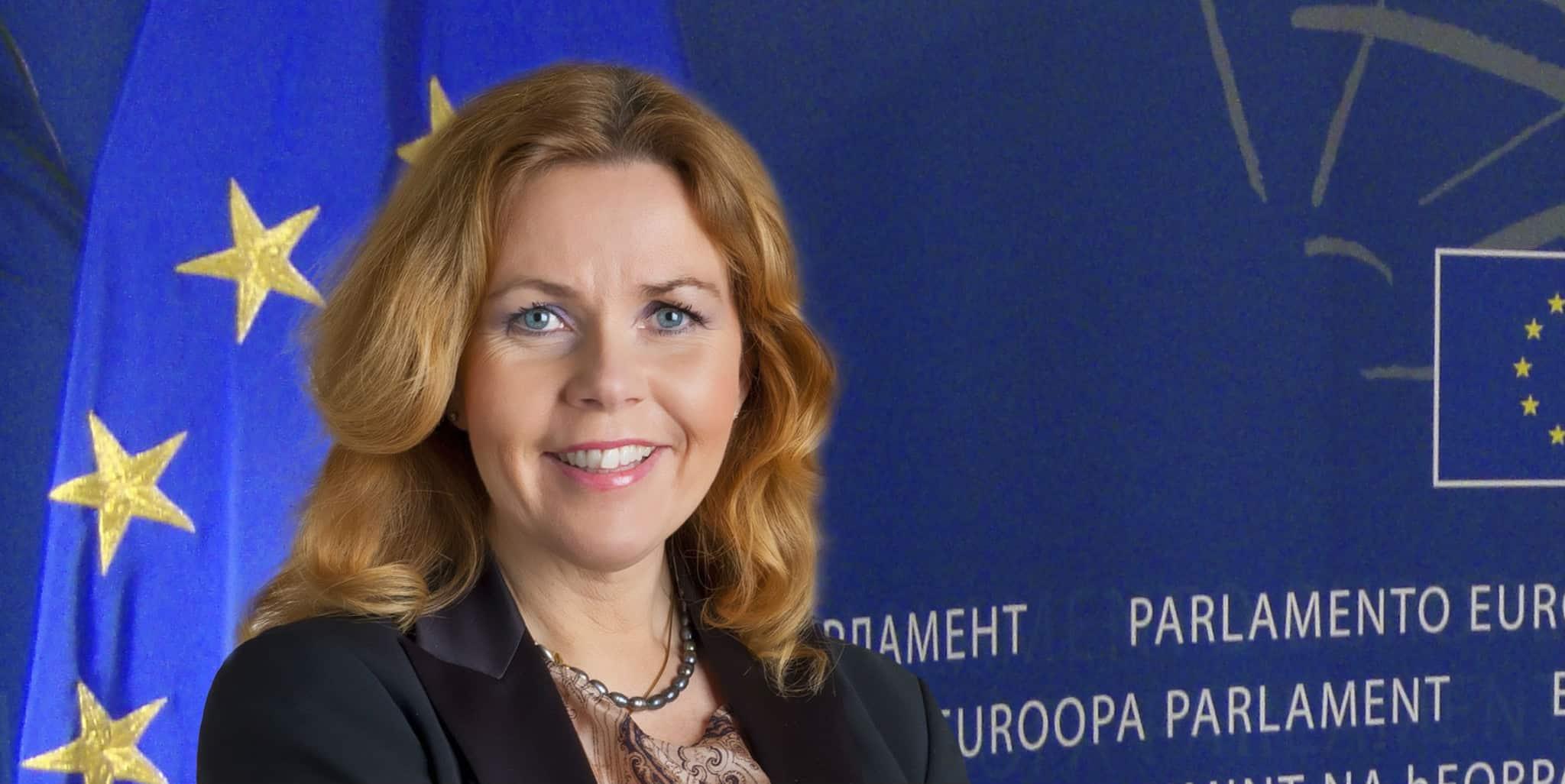 Cecilia Wikström (L).