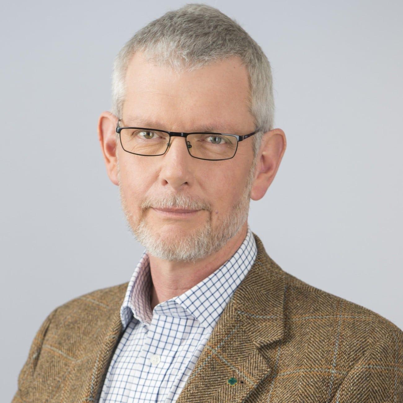 Anders Åkesson (C) vill ha svar från regeringen angående det ökade antalet kronhjortar.