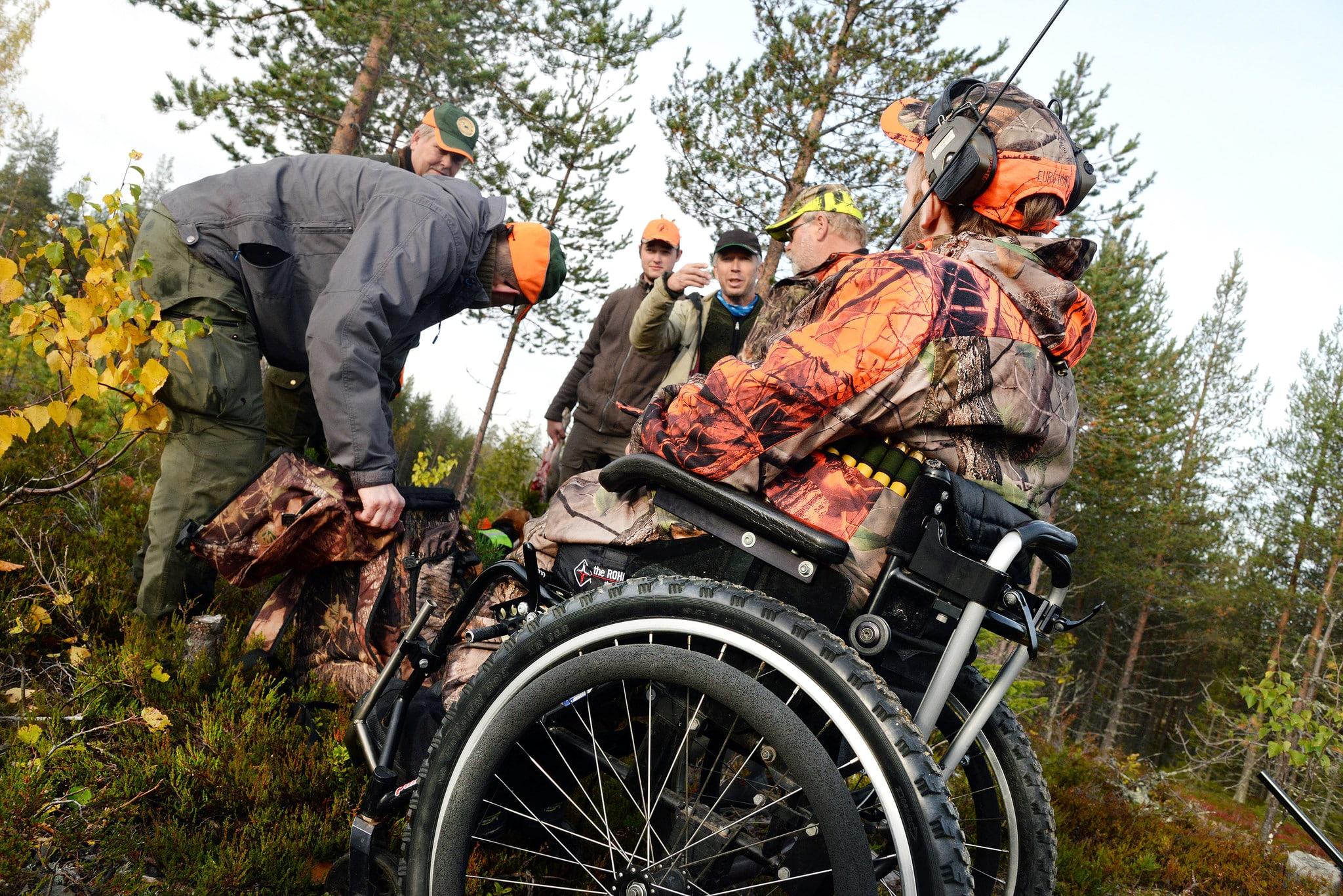 Den för jägare med funktionsnedsättning diskriminerande och otydliga lagstiftningen ska ändras under våren 2016, lovar landsbygdsminister Sven-Erik Bucht (S). Foto: Lars-Henrik Andersson