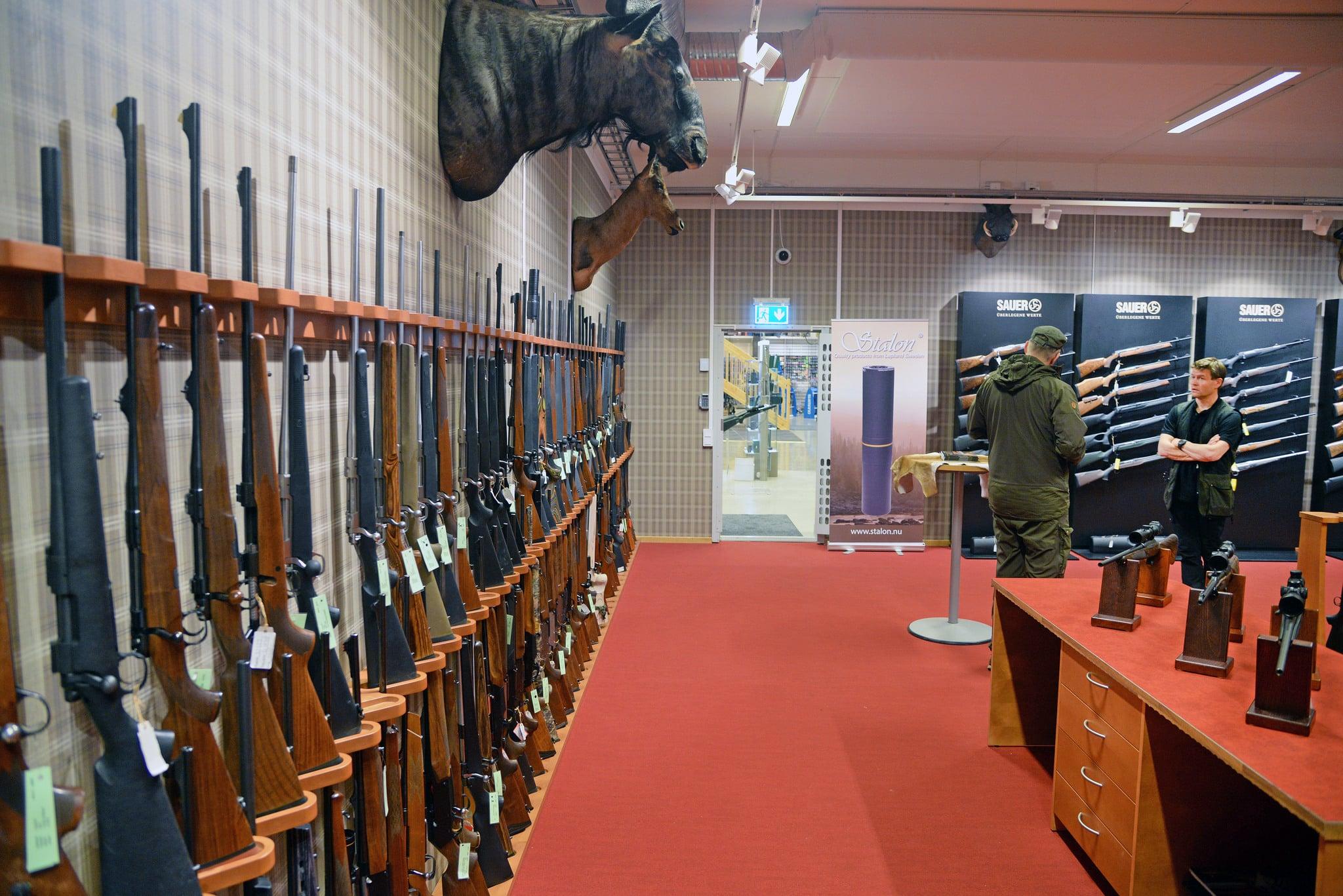 Många myndigheter stöder jägare och sportskyttar i deras kritik mot EU-kommissionens förslag till förändringar av vapendirektivet. Men det finns också de som är positiva, till exempel polisen. Foto: Lars-Henrik Andersson