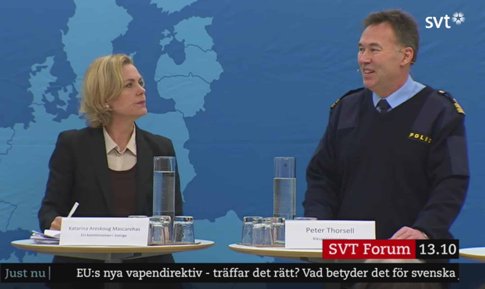 Katarina Areskoug Mascarenhas, chef för EU-kommissionens representation i Sverige och Peter Thorsell, verksamhetsansvarig för vapenärenden på Polismyndigheten. Foto: svt.se