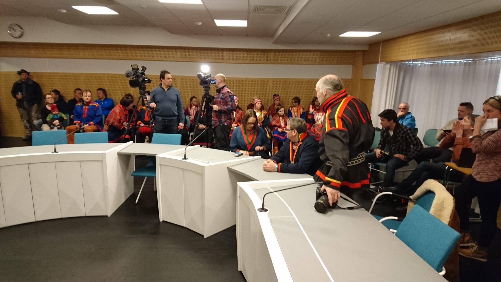 Det var stort pressuppbåd när dom i Girjasmålet avkunnades. Foto: Lars-Henrik Andersson