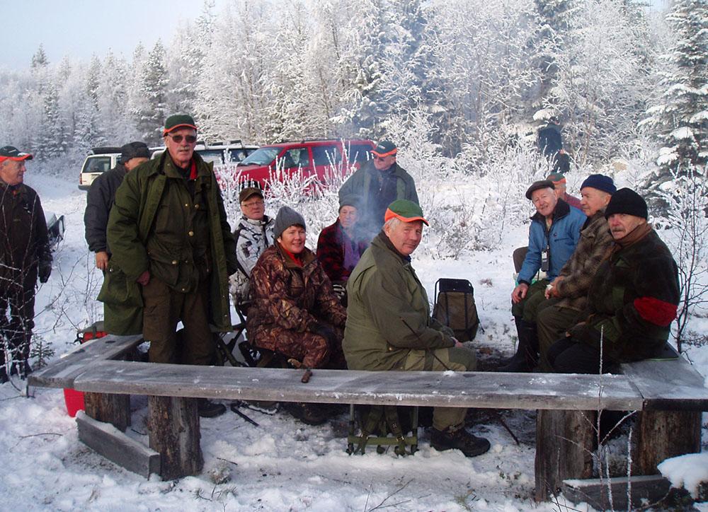 Några av deltagarna på Stövarjaktens dag, som i Lycksele arrangerades den 3 november. Foto: Privat