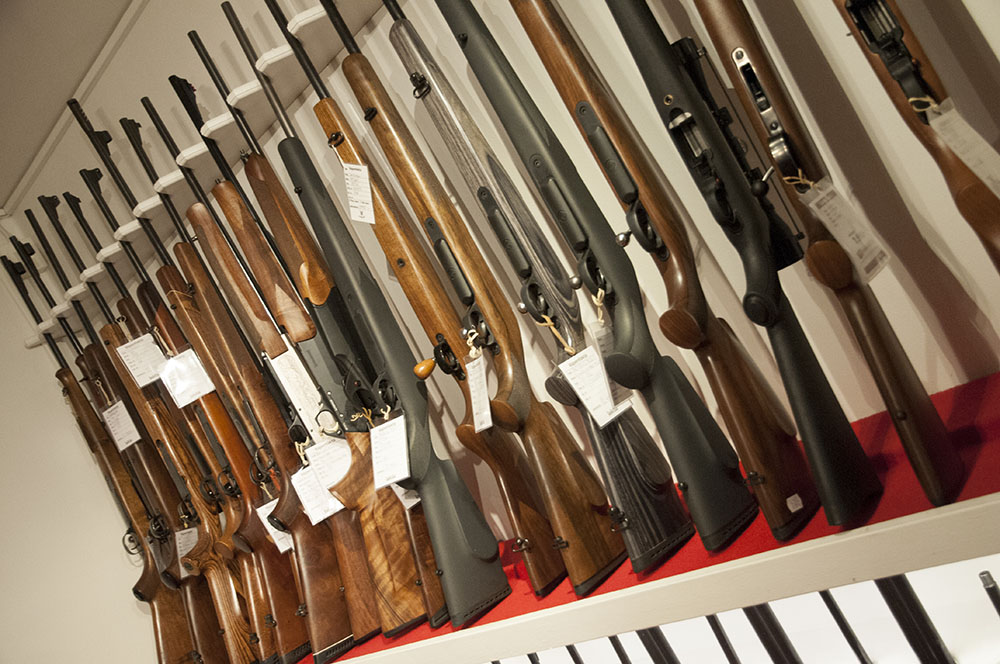 Varför får inte en erfaren jägare med licens på aktuell vapentyp låna ett sådant i vapenbutiken för provskjutning, frågar sig skribenten. Foto: Jan Henricson