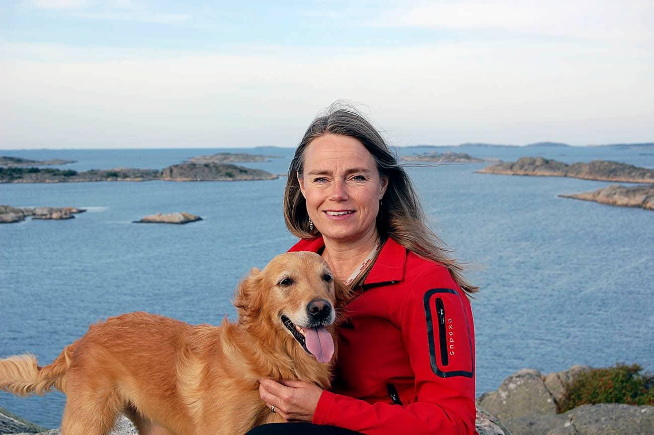 – Det är klart olämpligt att hantera rå hundmat ihop med familjens egen mat, säger Åsa Dufva, husdjursagronom på Royal Canin. Foto: Privat