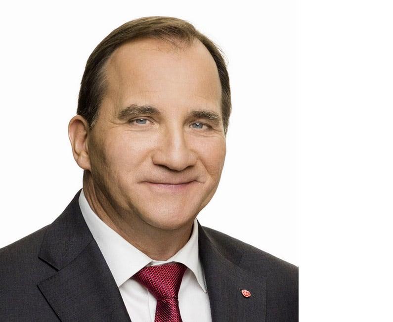 Miljöpartiet använder Stefan Löfven som sin egen marionettdocka, skriver debattören.