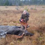 Emma Snell, 26 år, fällde sin första älg under höstens jakt. Foto: Privat