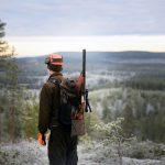 """""""Årligen hotas ett flertal människor i djurens namn. Jägare utsätts för trakasserier och hot om våld till följd av den verksamhet de lagligen bedriver."""" Foto: Lars-Henrik Andersson"""