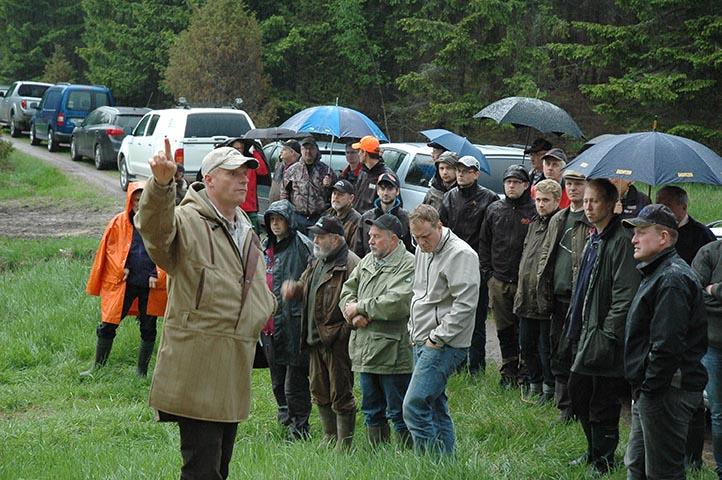 Förgrundsperson vid vildsvinskvällen var Lars Schepler som gav de hundratalet församlade jägarna och markägarna en fingervisning om hur man bör gå tillväga för att tillsammans lyckas i vildsvinsförvaltningen. Foto: Gunnar Nilsson