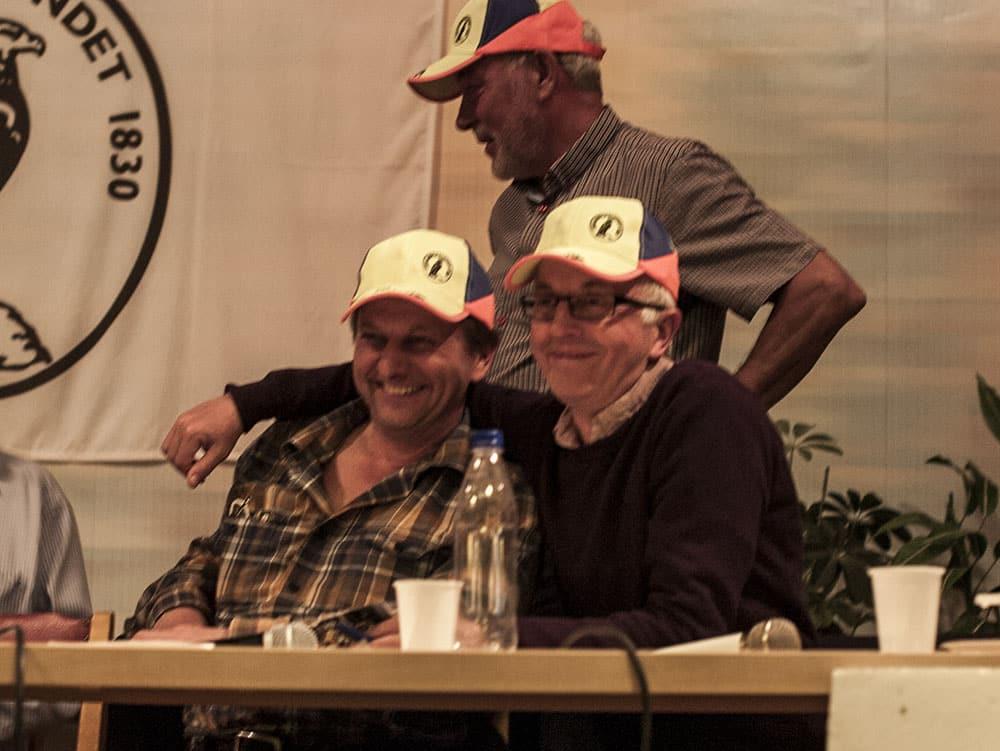 Relativt samförstånd nåddes mellan WWF:s Tom Arnbom och Jägareförbundets Gunnar Glöersen. Det som skiljer oss åt är när man kan börja jaga vargstammen och hur stor stammen ska vara, konstaterade Arnbom. Och det är ju inte lite, svarade Glöersen. Foto: Bertil Lundvik.